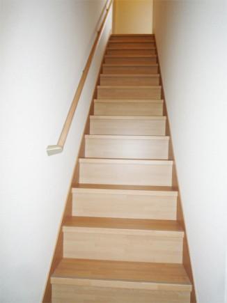 階段を架け替えました