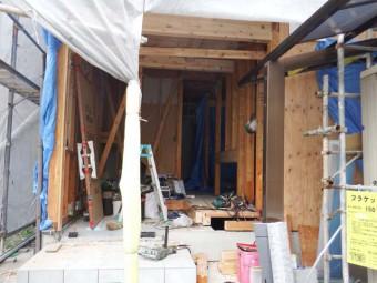 在来の玄関が撤去されました。