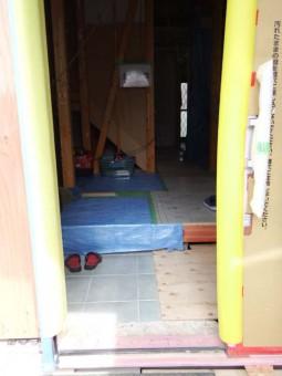 玄関扉が付きました