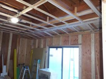 天井の下地が組まれました
